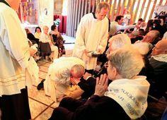 panorama: Papa Francisco em mais um ato de humildade .Lava o...