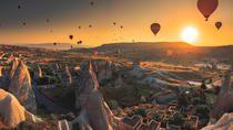 Vivez l'expérience unique de survoler en montgolfière le paysage éblouissant de la Capadoce, l'une des merveilles du monde #Turquie #montgolfière #Capadoce #Capadoccia #balloon #hotairballoon #paradisiaque #lunedemiel #honeymoon #romantique #romantic #charme #travel #trips #merveille #tripadvisor #voyageexpert #wanderlust #viator #getaway #voyage #tourisme #decouverte #bucketlist #vacances #holidays #amazingdestination