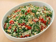 Tomato Salad with Grated Cauliflower. Tomato salad with grated cauliflower parsley and pine nuts. A very filling salad. Cauliflower is almost like rice or couscous. (in Danish) Healthy Salad Recipes, Raw Food Recipes, Veggie Recipes, Vegetarian Recipes, Cooking Recipes, Food N, Good Food, Food And Drink, Tapas