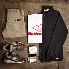 An Urban Industry Flat Lay, Grid Mens Wear outfit featuring Battenwear, Stan Ray, New Balance Rototo. Check the ranges out over at Urban Industry. Clothing Sketches, Clothing Logo, Male Clothing, Gothic Clothing, Flat Lay Photography, Clothing Photography, Clothing Boutique Interior, Earthy Outfits, Clothing Packaging