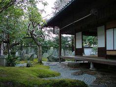 6 Japanese Zen Style Garden Design Ideas For Your Minimalist Home Dojo, Gardening Websites, Gardening Hacks, Organic Gardening, Indoor Outdoor Living, Outdoor Decor, Japanese House, Japanese Gardens, Zen Gardens