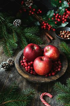 Red apples, cranberries and fir tree branches. Christmas still life. - Red apples, cranberries and fir tree branches. Christmas still life. Christmas Food Photography, Apples Photography, Christmas Tree Wallpaper, Winter Wallpaper, Wallpaper Desktop, Wallpaper Backgrounds, Wallpapers, Christmas Mood, Noel Christmas