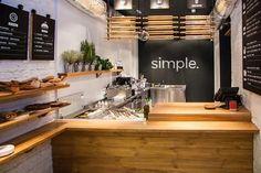 Un proyecto de diseño corporativo de marca y de interiores que nos encanta es Simple. Un restaurante de comida rápida de nueva generación en Ucrania, sencillo y