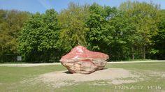 """Mitte, Im östlichen Tiergarten, auf der ehemaligen Trockenrasenfläche des """"Großen Hains"""" befindet sich das Global Stone Project des Bildhauers Wolfgang Kraker von Schwarzenfeld."""