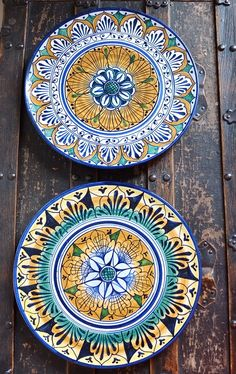 The non-experts guide to shopping for gorgeous (and well-priced) handmade ceramics in Florence, Italy-- a fantastic travel souvenir. Florence Shopping, Shopping In Italy, Italy Trip, Italy Vacation, Souvenirs From Italy, Travel Souvenirs, Ceramic Shop, Ceramic Plates, Pottery Plates