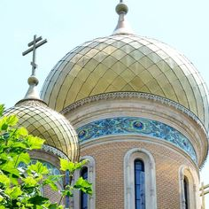 """St. Nicholas Russian Church, in Bucharest Also known as """"The Students'Church"""", it is located near the University. Finished in 1909, its seven onion-shaped domes were initially covered in gold. viajarporquesim.blogs.sapo.pt #russianchurch #bucharest #romania"""