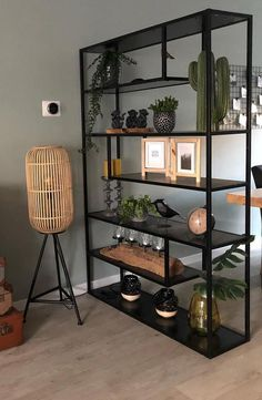 inspiration for decorating your student room - Eigen Huis en Tuin - A room divider in your interior looks nice and divides your room into several rooms Home Living Room, Living Room Designs, Living Room Decor, Student Room, Open Cabinets, Industrial Interiors, Industrial Furniture, Furniture Decor, Furniture Design