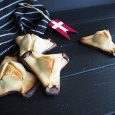 Napoleonhüte - Napoleonshatte, ein Mürbeteiggebäck mit Marzipan und Schokolade
