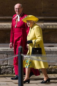 Britain's Queen Elizabeth II (R) walks with Dean of Windsor David Conner (L) as she leaves after the Easter Sunday church service at St George's Chapel, Windsor Castle, in Windsor, west of London, on March 27, 2016. / AFP / POOL / LEON
