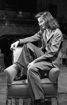 """Katharine Hepburn on the set of The Philadelphia Story (George Cukor, Having been labeled """"box office poison"""" in Hepburn left Hollywood for her family home in Connecticut. Katharine Hepburn, Audrey Hepburn, Divas, Marlene Dietrich, Grace Kelly, Grace Jones, Vintage Hollywood, Classic Hollywood, Old Hollywood Style"""