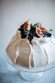 Boozy Cherry Pavlova | Pavlova Recipe #pavlova #meringues #cake #cakerecipes #celebrationcakes