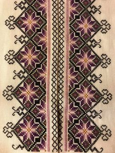 Skjorter til Øst Telemark Beltestakk Palestinian Embroidery, Cross Stitch Designs, Traditional Outfits, Hand Embroidery, Iphone Wallpaper, Bohemian Rug, Sewing Projects, Crochet, Veronica