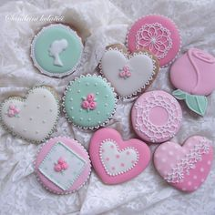 Decorated cookies, sugarcookies, royal icing, hearts, roses, pink, mint, lace, cameo, polkadots, medenjaci