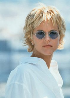 Meg Ryan ~~ another great pic of Meg's short choppy shag cut ~~ love it