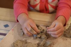 Clay: Don't Forget the Explore Stage in a Reggio inspired classroom Clay Activity, Sensory Activities For Preschoolers, Fairy Dust Teaching, Reggio Inspired Classrooms, Homemade Clay, Play Clay, Messy Play, Sensory Play, Fine Motor Skills