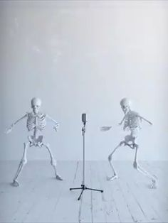 Happy Friday Dance, Snoopy Happy Dance, Dancing Animated Gif, Gif Dance, Funny Happy Birthday Song, Happy Sunday Quotes, Morning Quotes, Animated Emoticons, Skeleton Dance