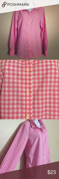 J. Crew Perfect Shirt in Pink Gingham Blouse In perfect condition- like new. Pink and white gingham patterned blouse with white buttons. Button on sleeves to roll up. J. Crew Tops Button Down Shirts