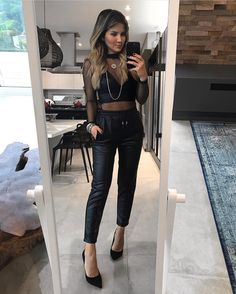 """1,822 curtidas, 23 comentários - IT STORE (@itstoreonline) no Instagram: """"IT GIRL  Look da @isanascimento com Top LEATHER 95,00 Blusa HOT 95,00 Calça QUEENS 250,00 …"""""""