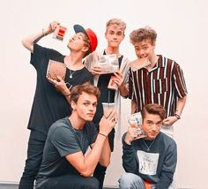 Funny School Pictures, Funny Sports Pictures, Funny Photos, Funny Images, My Photos, Corbyn Besson, Jack Avery, Jonah Marais, Grumpy Cat Humor