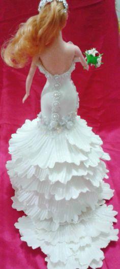 Artesanato e variedades : Vestido de noiva em Eva -Boneca Barbie Cake, Barbie Dress, Barbie Clothes, Lotus Candle Holder, Nylon Flowers, Bride Dolls, Giant Flowers, Wedding Topper, Flower Template