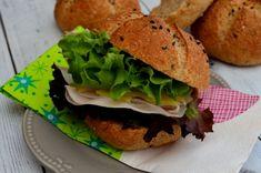 Teljes kiőrlésű zsemle reggelire, hogy jól induljon a nap   Álom.Íz.Világ. Nap, Salmon Burgers, Hamburger, Ethnic Recipes, Food, Salmon Patties, Essen, Hamburgers, Yemek