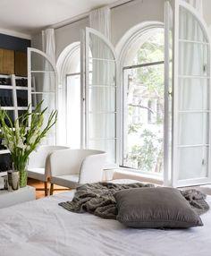 House Tour: A Bold Black & White Artist's Studio   Apartment Therapy