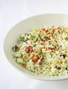Mediterrane bloemkoolcouscous | de groene prinses Veggie Recipes, Cooking Recipes, Healthy Recipes, Veggie Food, Healthy Foods, Tasty Dishes, Side Dishes, Lunches And Dinners, Vegan Vegetarian