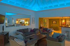 Uberlegen Effektvolle Wohnzimmer Beleuchtung In Blau Für Die Decke Indirekte  Beleuchtung, Wahlen, Raum, Wohnzimmer
