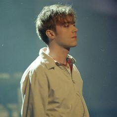 Damon Albarn, Liam Gallagher, Britpop, Band Posters, Feeling Sad, Gorillaz, Luke Hemmings, Hot Guys, Hot Men