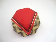 Striking octagonal Art Deco geometric design powder compact with chrome case and snakeskin-like enamel decoration to complement the red flash. Chrome Powder, Small Vanity, Art Deco Design, Snake Skin, Vintage Art, Compact, Vanity Cases, Enamel, Retro
