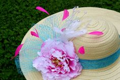 Kentucky Derby Hat Croley i need your help doing something like this to me hat! Tea Hats, Tea Party Hats, Tea Parties, Derby Attire, Run For The Roses, Spring Hats, Derby Day, Diy Hat, Kentucky Derby Hats