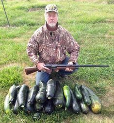 FUNNY HUNTING PICTURE POSING WITH KULL: SQUASH