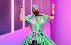 ΤΡΕΛΟ-ΓΙΑΝΝΗΣ: Πολλές οἱ συμπτώσεις γύρω ἀπό τόν κορωδο-ϊό ! Mtv Video Music Award, Music Awards, Lady Gaga Face, Lady Gaga Biography, Song Of The Year, Mtv Videos, Her World, Our Lady, Miley Cyrus