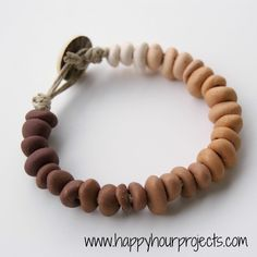 Happy Hour Projects: Ombre Clay Bracelet - I have a bit of this clay at home too. Polymer Clay Bracelet, Polymer Clay Beads, Polymer Clay Crafts, Make Clay Beads, Bracelet Making, Jewelry Making, Diy Bracelet, Diy Jewelry Inspiration, Creative Inspiration