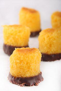 Panellets de Coco Quemado y Chocolate | Belcan | Fabricantes y Distribuidores de Bollería y Repostería Tradicional