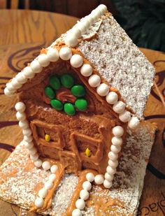 Family Holiday Ideas: Graham Cracker Houses and Peanut Butter Icebox Cake | Simple and wonderful holiday treats! #PBandG #Ad