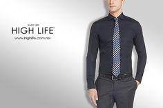 Opta por la elegancia con una camisa negra y una corbata que contraste. #HighLife