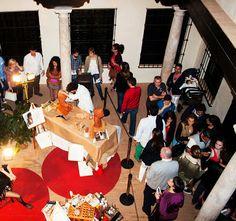 """Más de 3.600 personas visitaron nuestra actividad en el Museo Revello de Toro  Más de 3.600 personas visitaron  el Museo Revello de Toro en la Noche en Blanco y pudieron contemplar la actividad que art&museum preparó para la ocasión """"Escultor, pintor y modelo en vivo""""."""