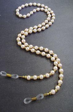 Pink pearls and gold eye lanyard Gold Eyeliner, Gold Eyeshadow, Gold Eye Makeup, Evil Eye Jewelry, Evil Eye Necklace, Beaded Jewelry, Beaded Necklace, Pink Pearls, Crochet