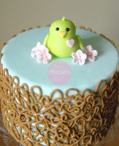 #Easter #Cake Cute Design :-) We love this cute little chickie! :-)