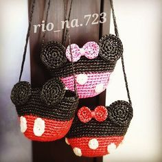 Marvelous Crochet A Shell Stitch Purse Bag Ideas. Wonderful Crochet A Shell Stitch Purse Bag Ideas. Cute Crochet, Crochet For Kids, Beautiful Crochet, Crochet Yarn, Crochet Mickey Mouse, Crochet Disney, Minnie Mouse, Crochet Handbags, Crochet Purses