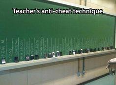 Afbeelding: een goede manier om tijdens een examen of toets te vermijden dat leerlingen hun gsm gebruiken. #klasmanagement