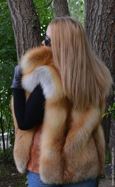red fox fur vest Fox Fur Vest, Fur Jacket, Fur Vest Outfits, Fabulous Furs, Red Fox, Fashion Colours, Courses, Faux Fur, Winter Fashion