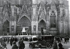 Der Decke Pitter bei seiner Präsentation 1924