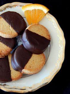 Μπισκότα πορτοκαλιού βουτηγμένα σε σοκολάτα Greek Cookies, Orange Cookies, Chocolate Dipped, Biscuits, Dips, Deserts, Muffin, Pudding, Sweets