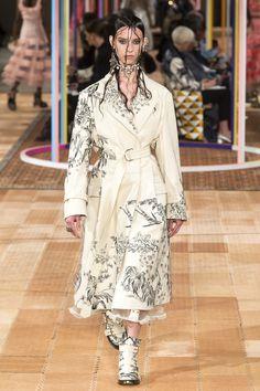 Alexander McQueen   Ready-to-Wear - Spring 2018   Look 7