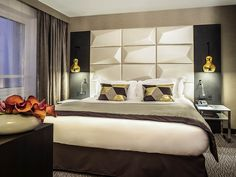 Lit king size dans la suite Junior de l'hôtel Sofitel Warszawa Victoria | Pologne  #Pologne #Poland #Varsovie #Warsaw #Hotel #Chambre #Bedroom #Lit #Bed