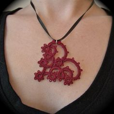 Etsy の Tatted Lace Pendant With All My Heart Red by TotusMel
