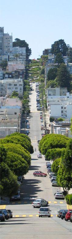 Zigzagueantes caminos suben las pendientes de la ciudad de #SanFrancisco, #California.
