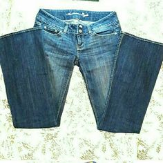 FREE top w/purchase! Any top under $10 Pretty much perfect condition.  Double buttons. Low rise. (10) American Eagle Outfitters Jeans Flare & Wide Leg